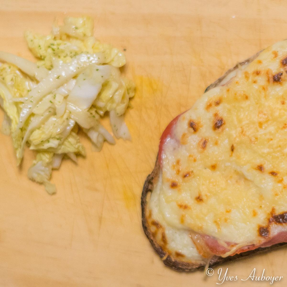 Tartine gratinée au jambon et à l'emmental